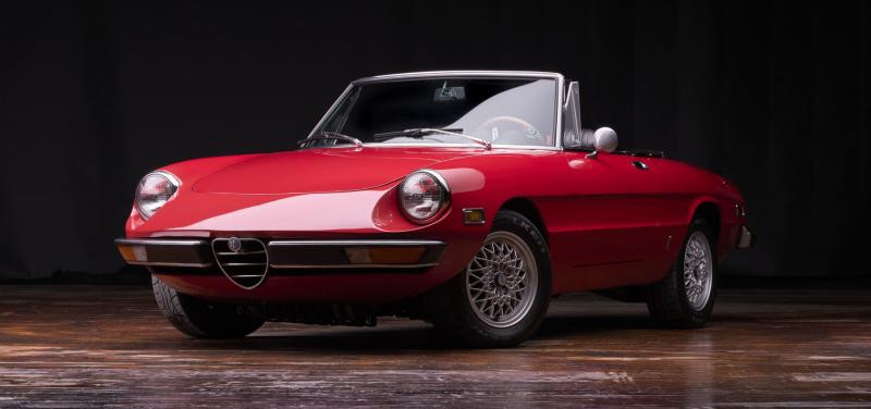 1971-Alfa-Romeo-Giulia-Spyder-front